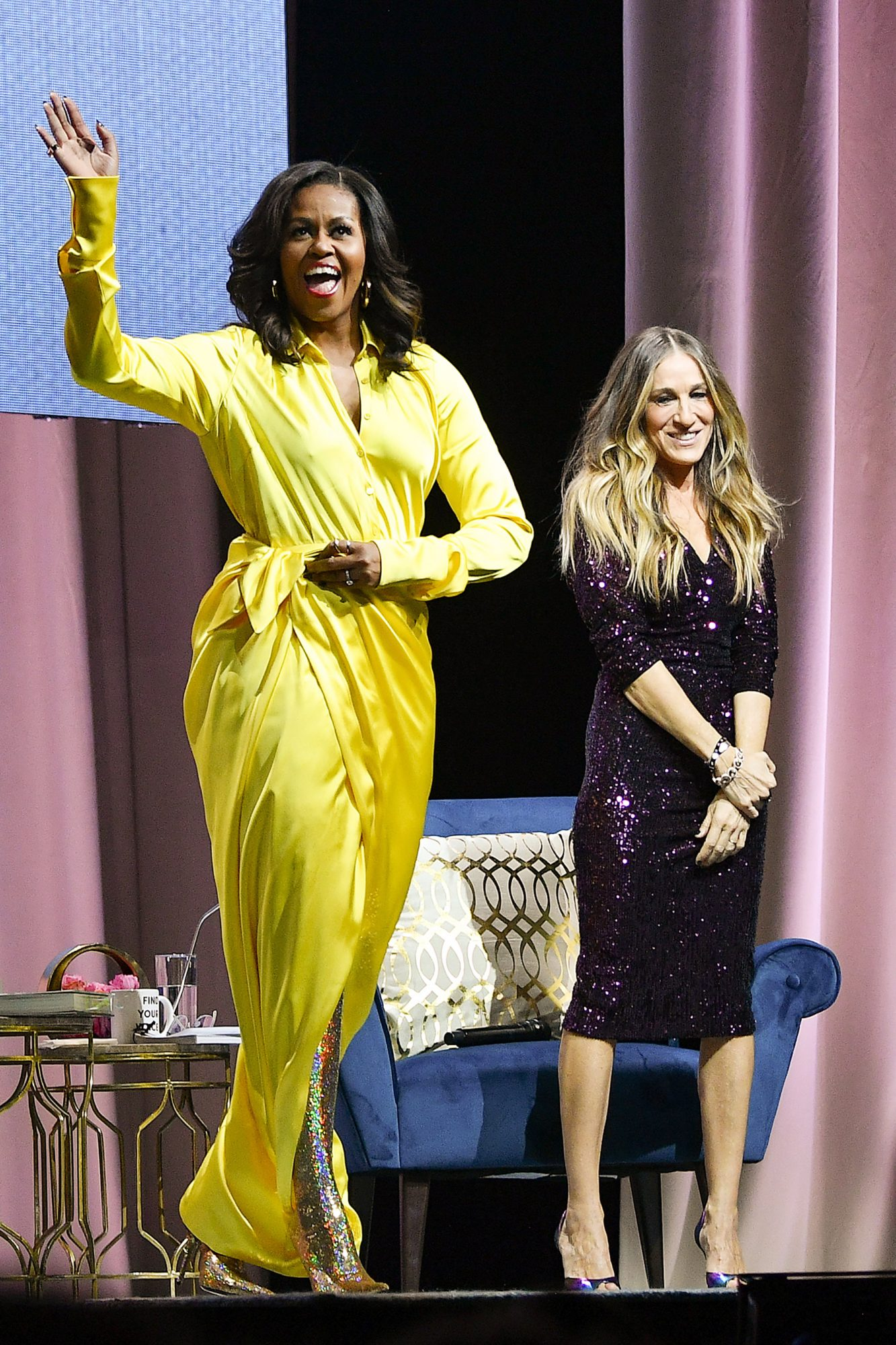 """BESTPIX - Michelle Obama Discusses Her New Book """"Becoming"""" With Sarah Jessica Parker"""