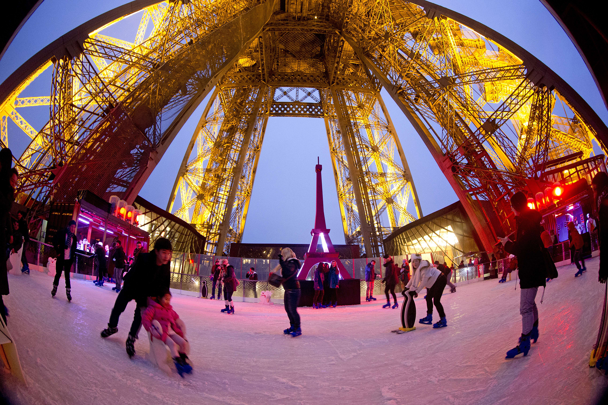 FRANCE-LIFESTYLE-SKATING-EIFFEL-TOWER