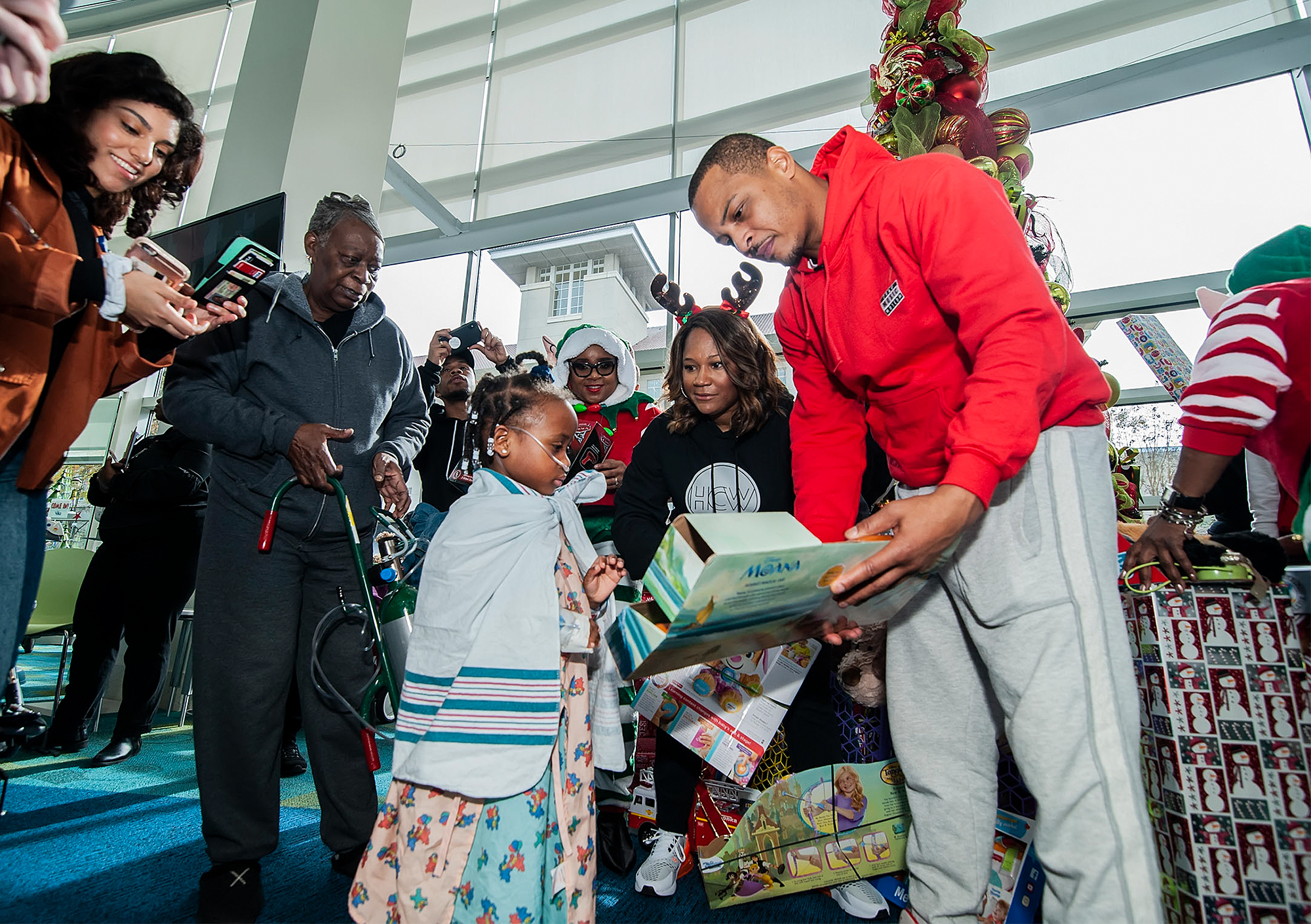 Rapper T.I. Spreads Some Holiday Cheer In Atlanta.