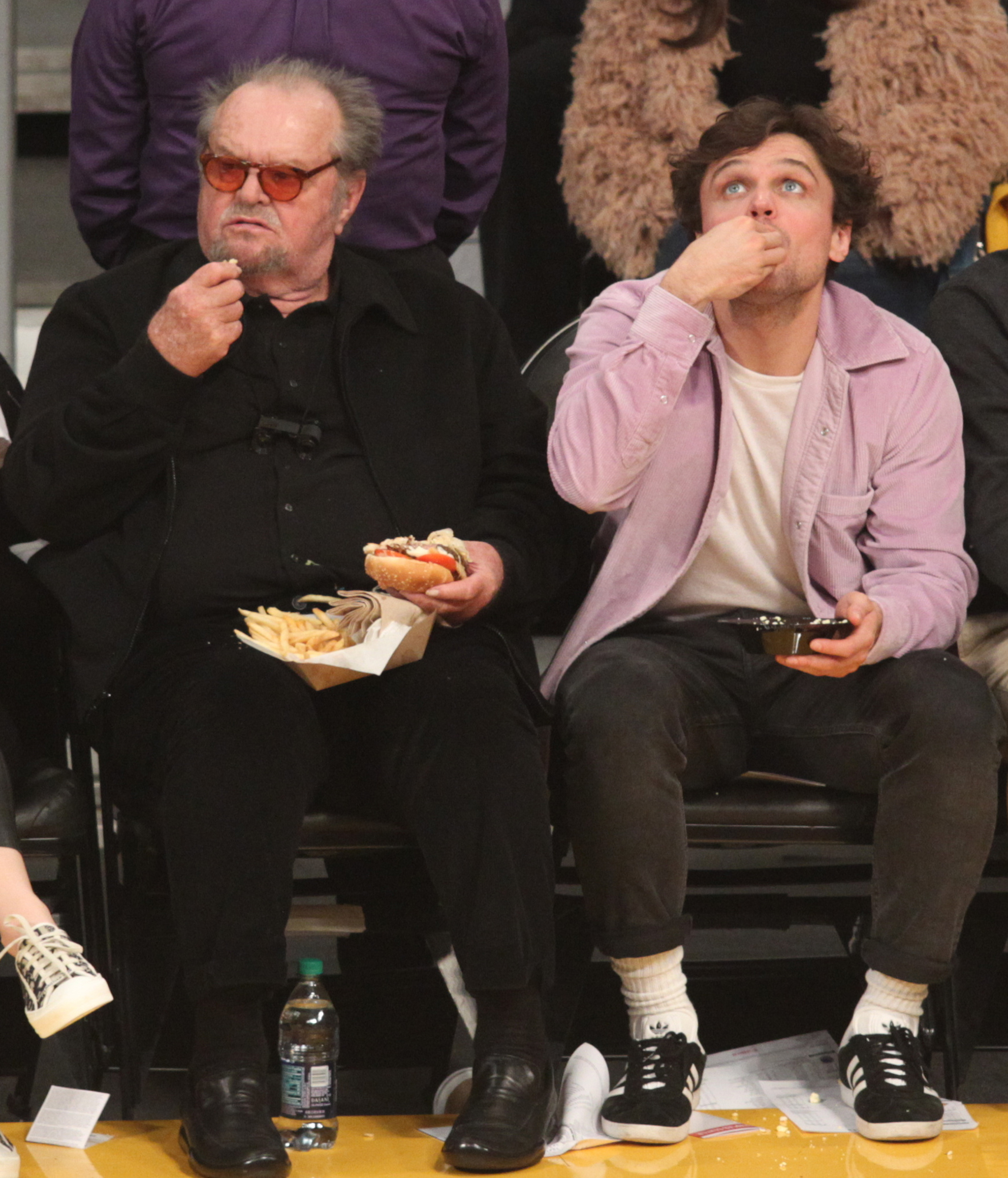 Jack Nicholson 81 Son Ray 26 Cheer On The Lakers People Com #jacknicholson #nicholson #michellepfeiffer #wolf sony pictures he went out and promoted the film in the states and then in england and europe. https people com movies jack nicholson son ray court side lakers warriors