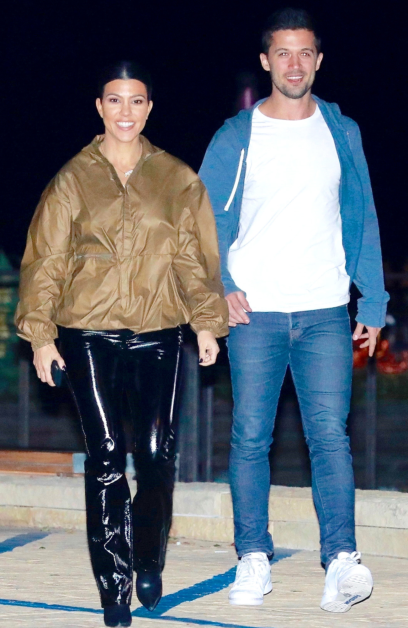 *EXCLUSIVE* Kourtney Kardashian goes for om a dinner date with a mystery guy at Nobu **WEB MUST CALL FOR PRICING**