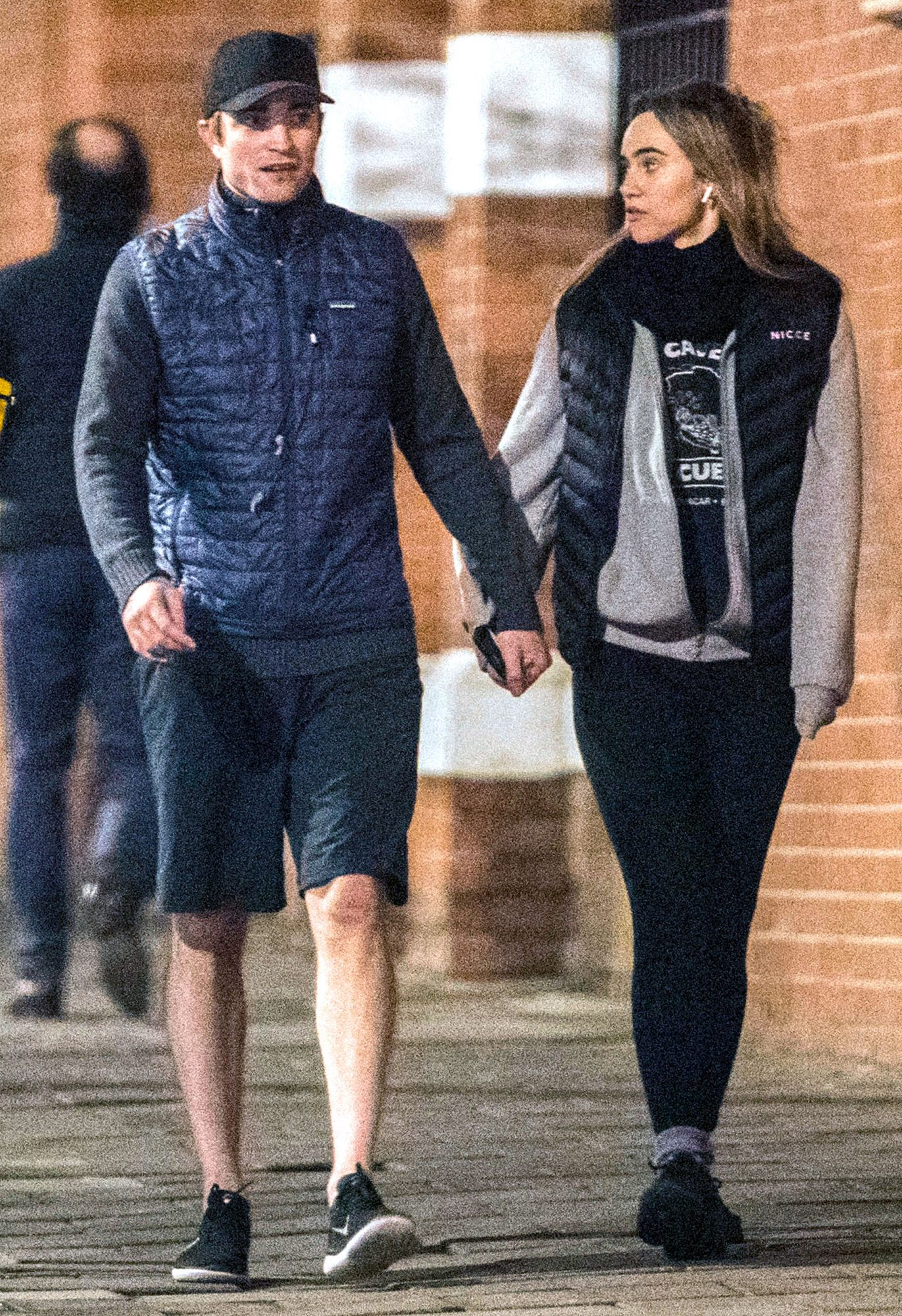 EXCLUSIVE: Robert Pattinson and Suki Waterhouse are Spotted Going for Run in London.