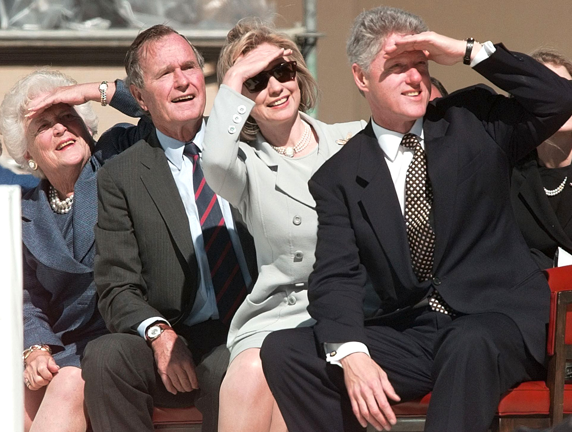 US-LIBRARY-CLINTONS & BUSHES LOOK UP