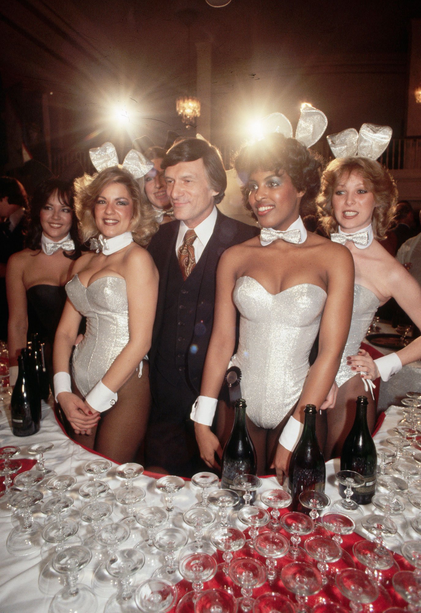 hugh-hefner-playboy-bunnies