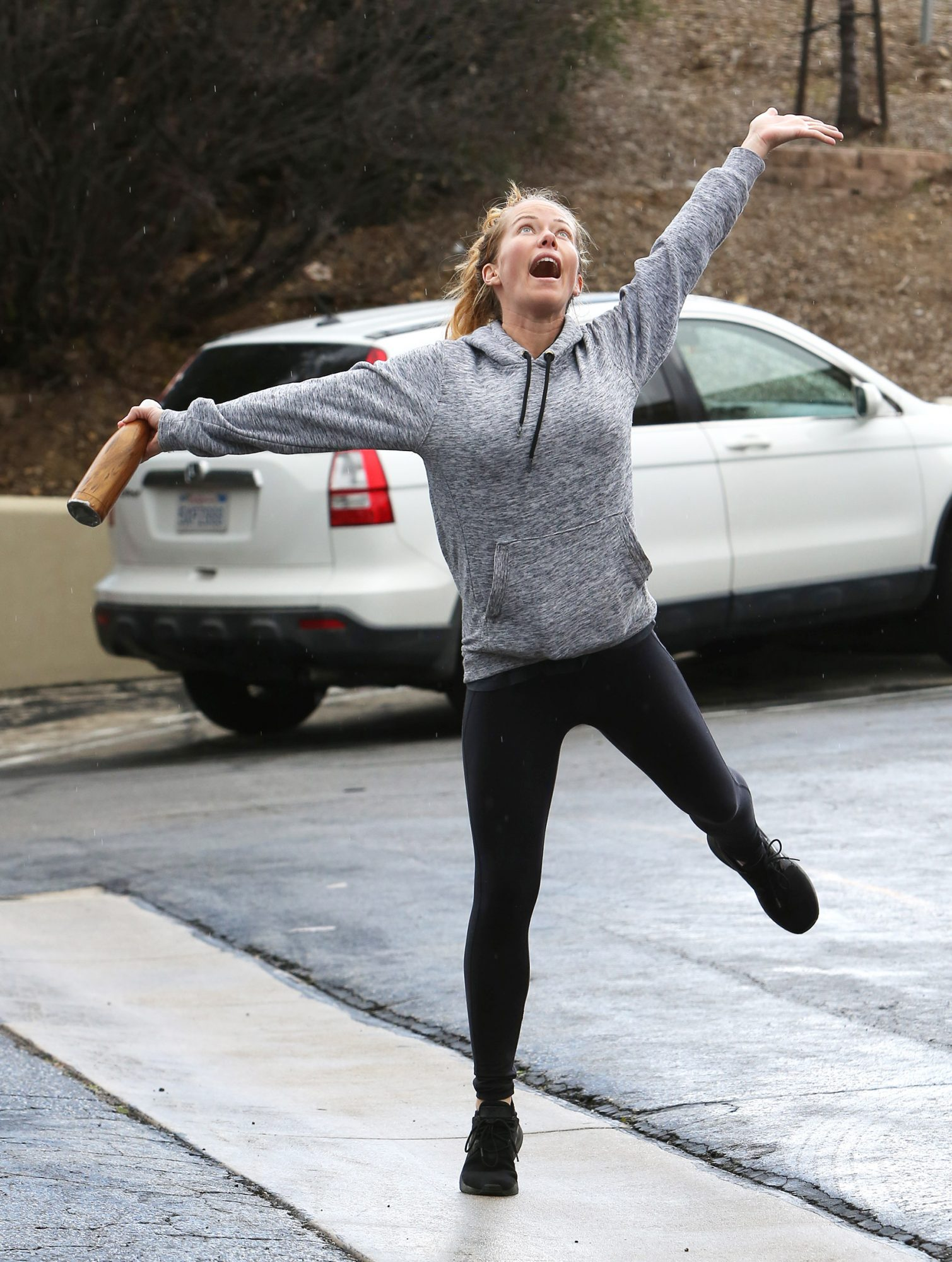 Kendra Wilkinson gets excited outside her Calabasas gym as it starts snowing!