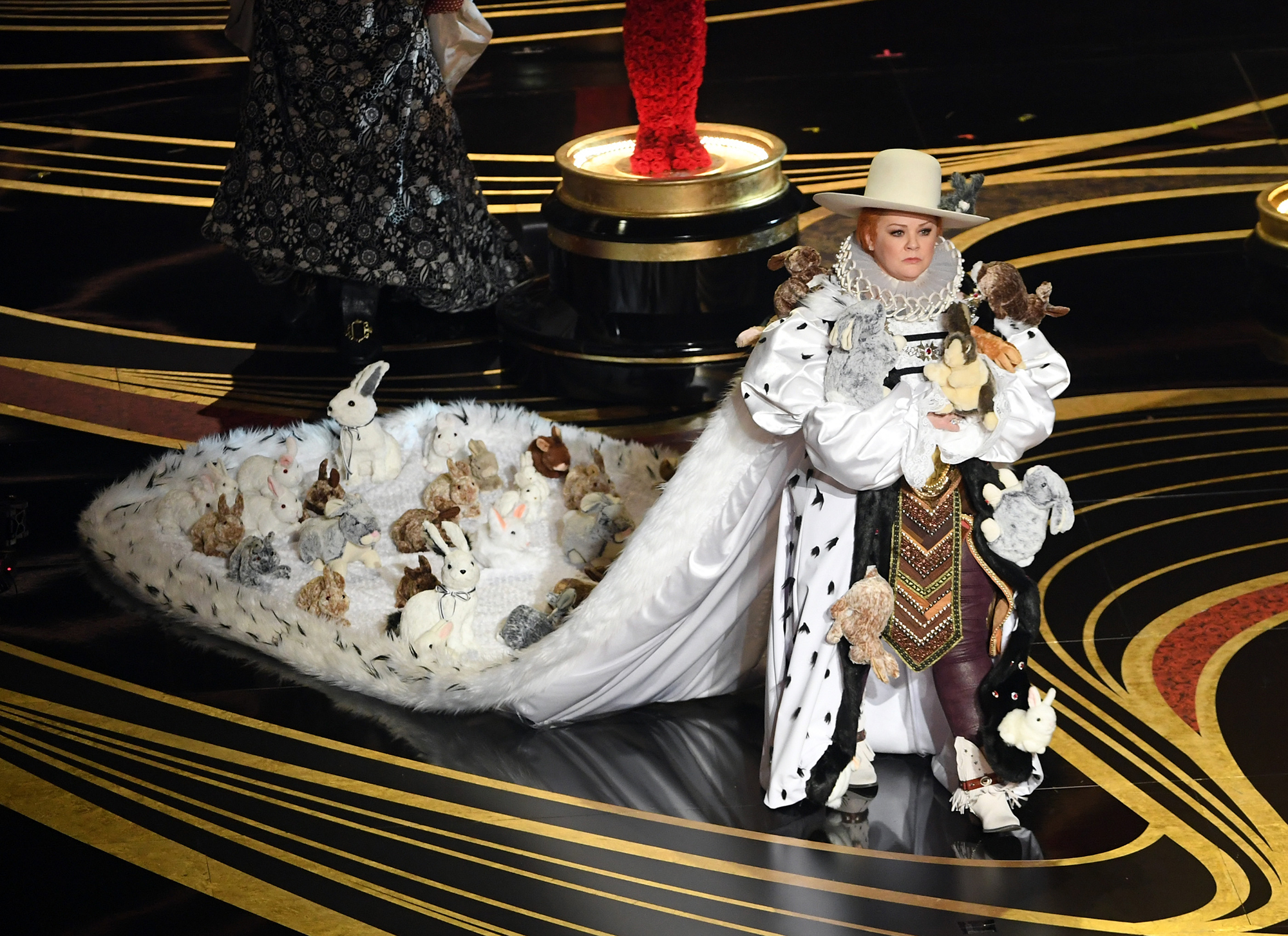 Oscars 2019 Melissa Mccarthy Wears Dress Covered In Bunnies People Com