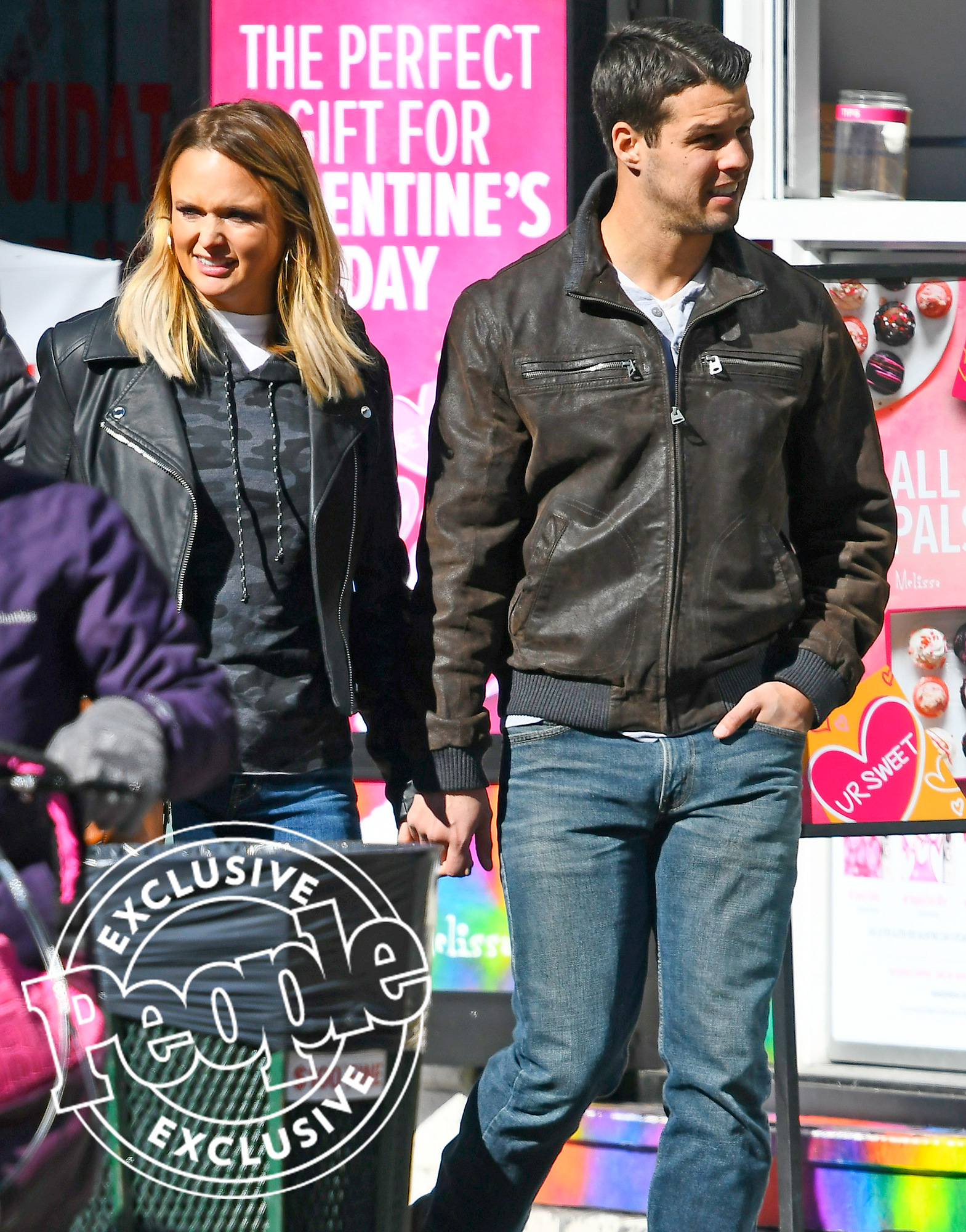 PREMIUM EXCLUSIVE: Miranda Lambert and Male Friend are Spotted with Wedding Bands in New York City