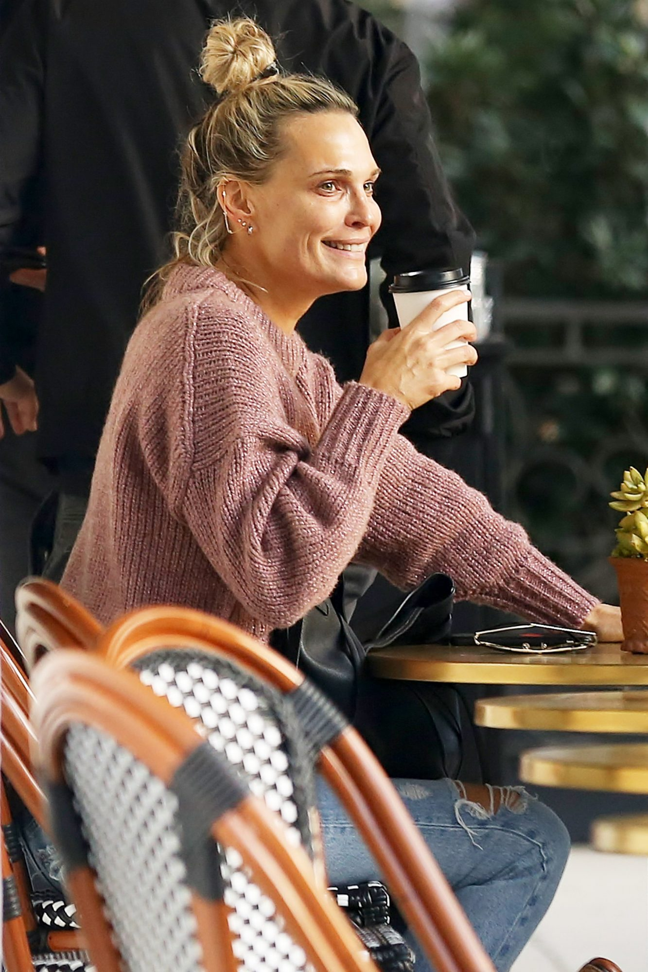 EXCLUSIVE: Makeup Free Molly Sims Gets A Coffee With A Male Friend