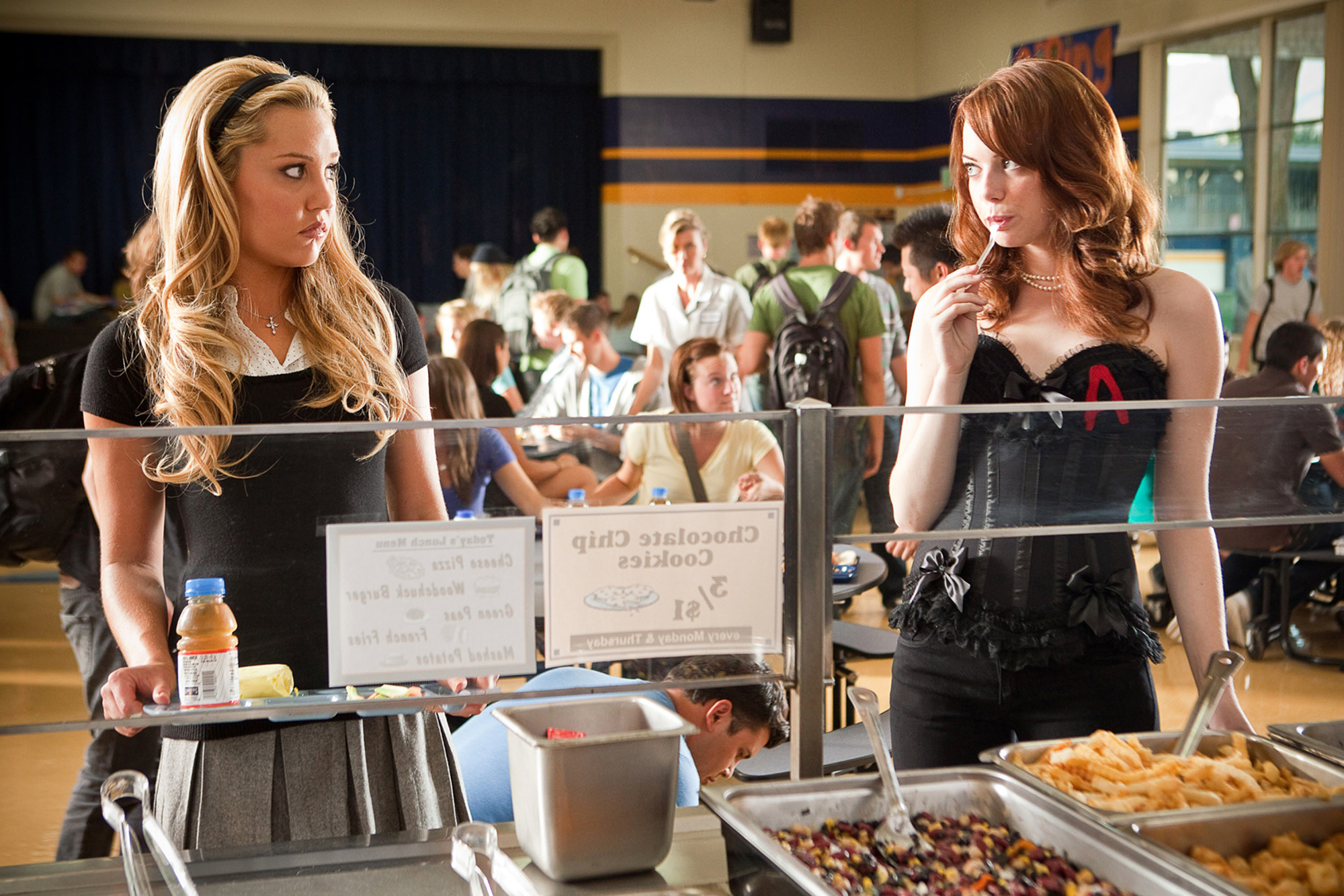 EASY A, from left: Amanda Bynes, Emma Stone, 2010. ph: Adam Taylor/©Screen Gems/Courtesy Everett Col