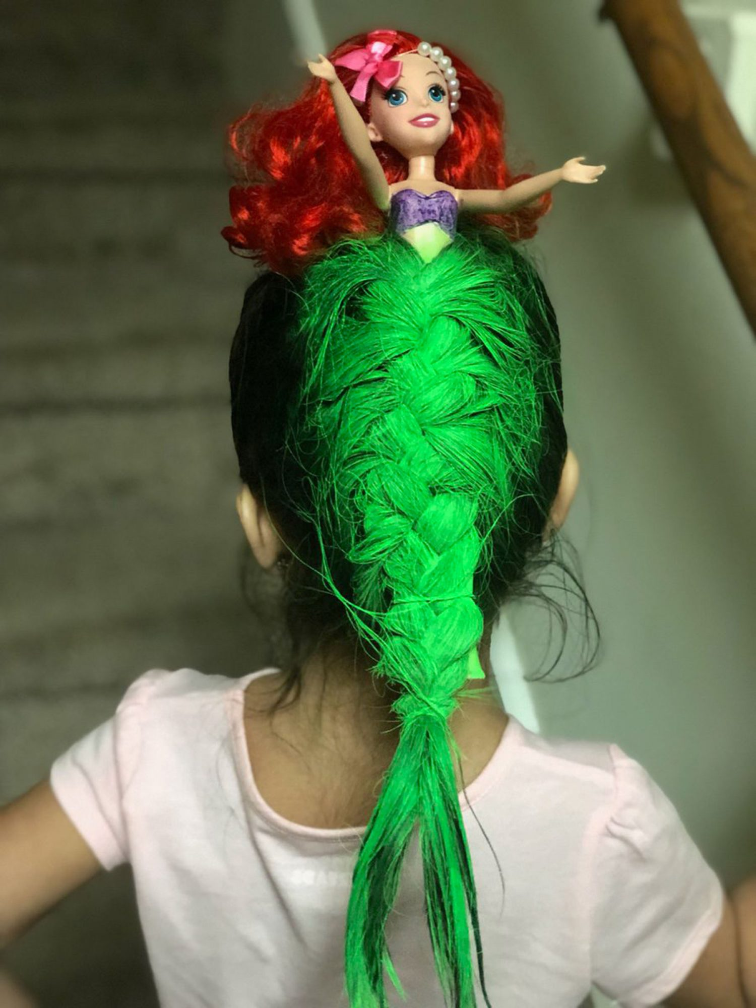 Ariel Youtuber does daughter's hair