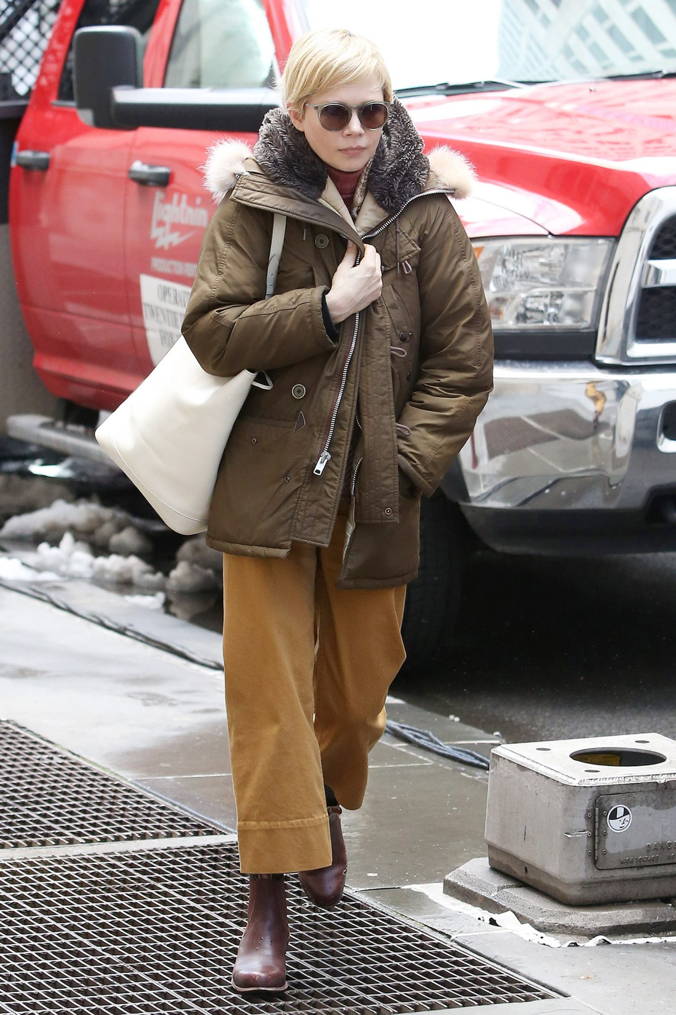 EXCLUSIVE: Michelle Williams Arrives to set for her New Movie 'Fosse/Verdon' in New York City.
