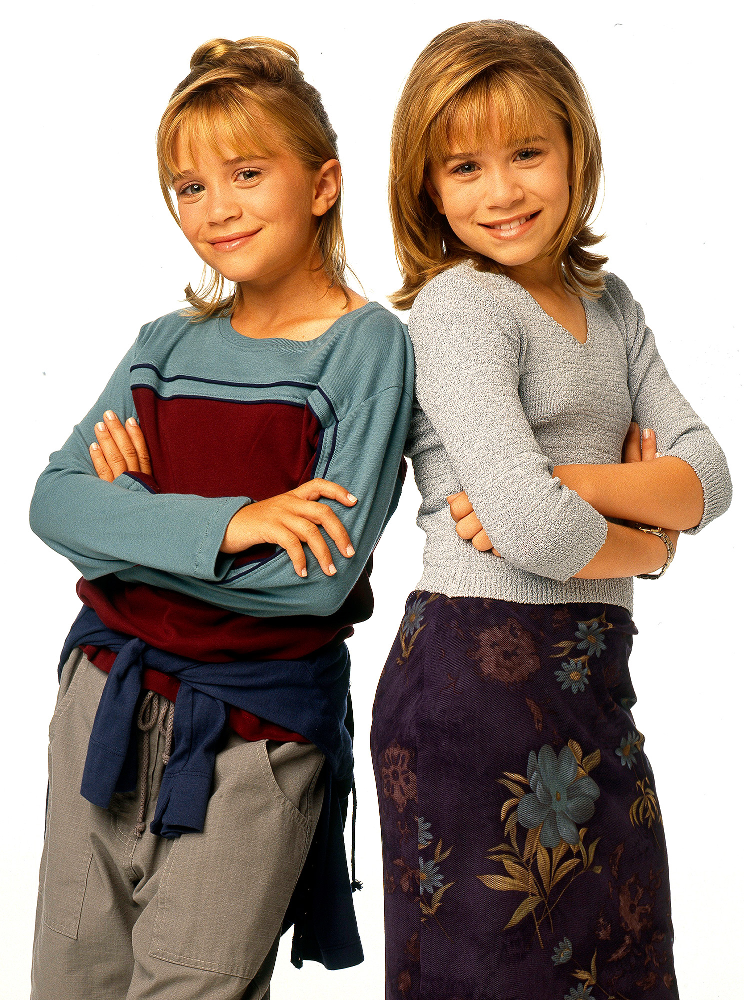 MARY-KATE (L) AND ASHLEY OLSEN