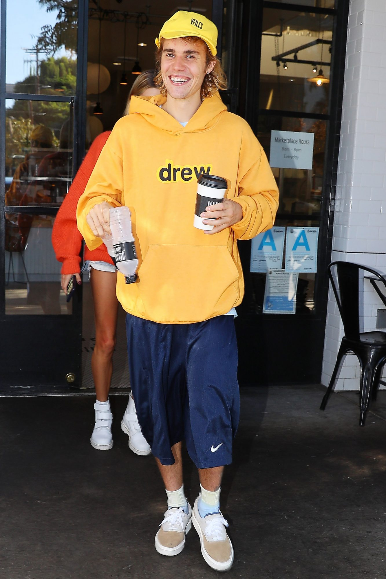 HAILEY BALDWIN AND JUSTIN BIEBER is very happy while leave Joan on third in los angeles, ca