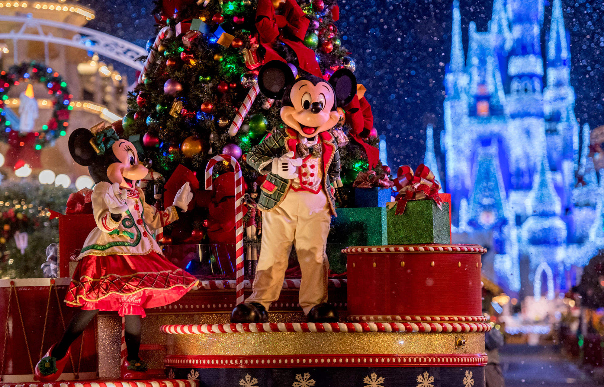 walt-disney-world-christmas-parade-2