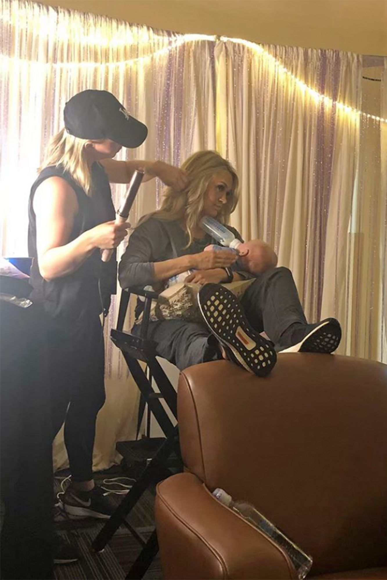 Carrie Underwood feeding baby ( mothers day post)