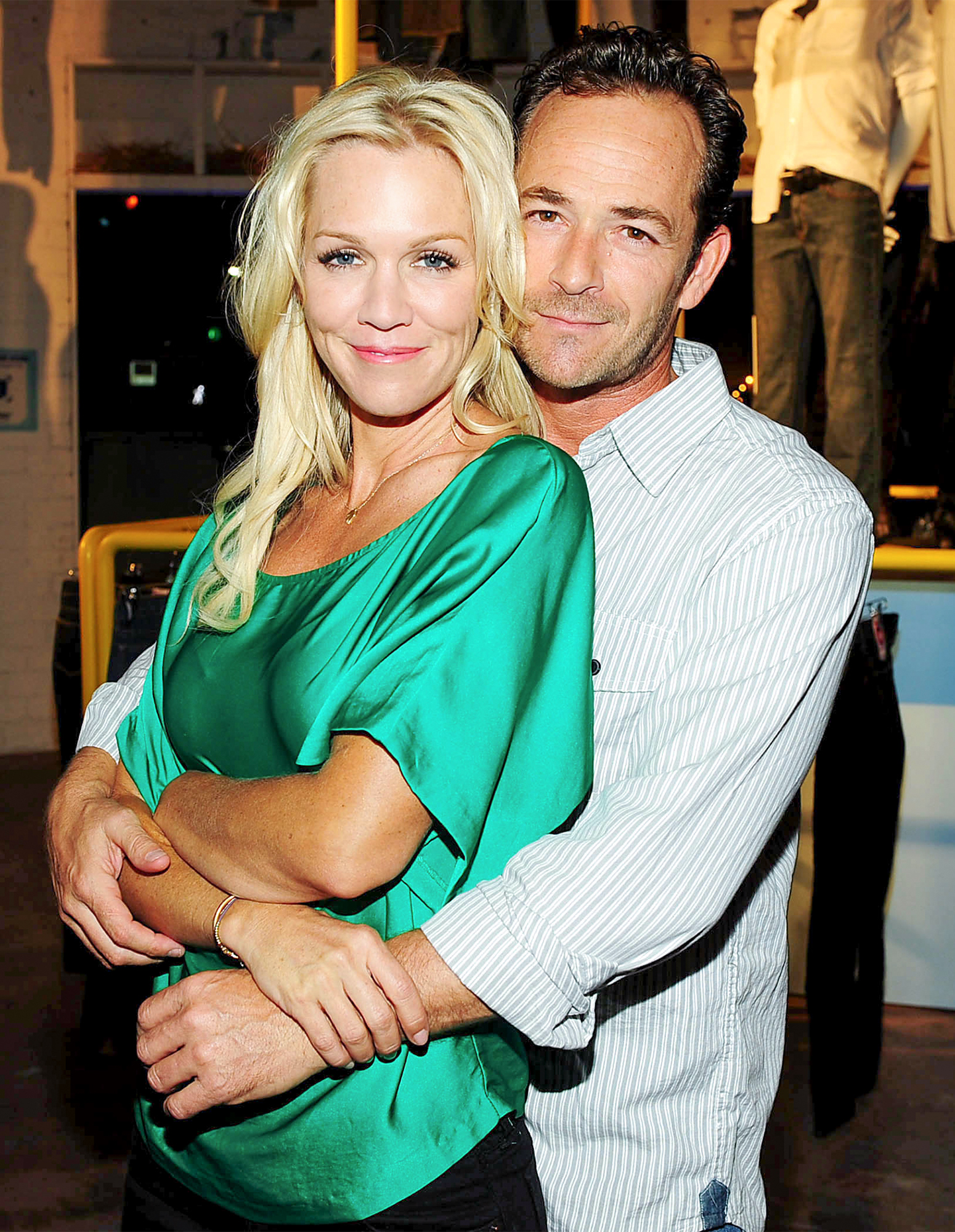 Jennie Garth And Luke Perry At The Old Navy Bluesology Bar In Los Angeles