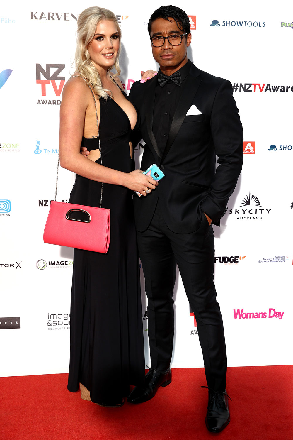 AUCKLAND, NEW ZEALAND - NOVEMBER 30: Pua Magasiva (R) and Lizz Sadler (L) arrive ahead of the NZ TV Awards at Sky City on November 30, 2017 in Auckland, New Zealand. (Photo by Phil Walter/Getty Images)