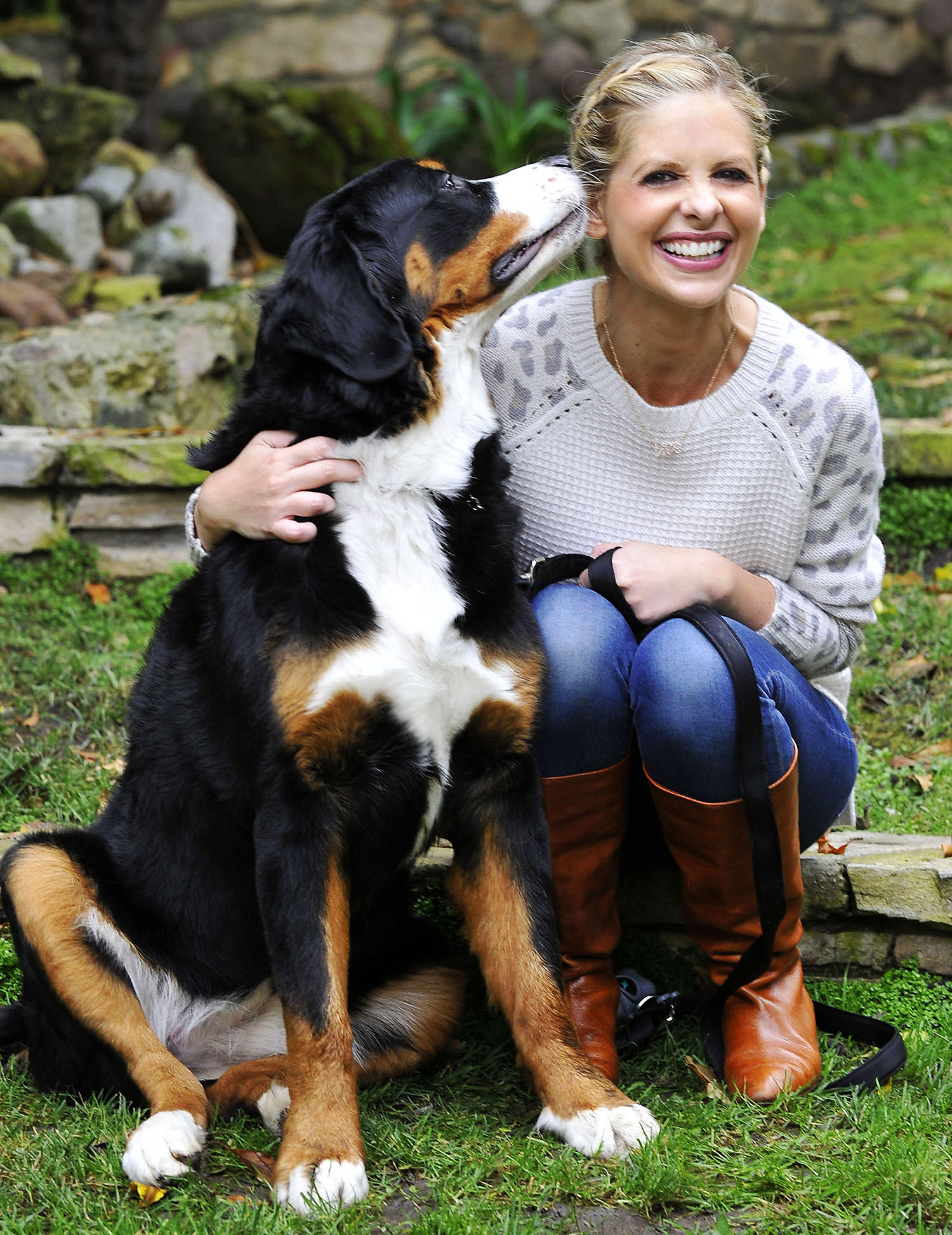 Sarah Michelle Gellar With Her Dog Bella who Passed Away Today