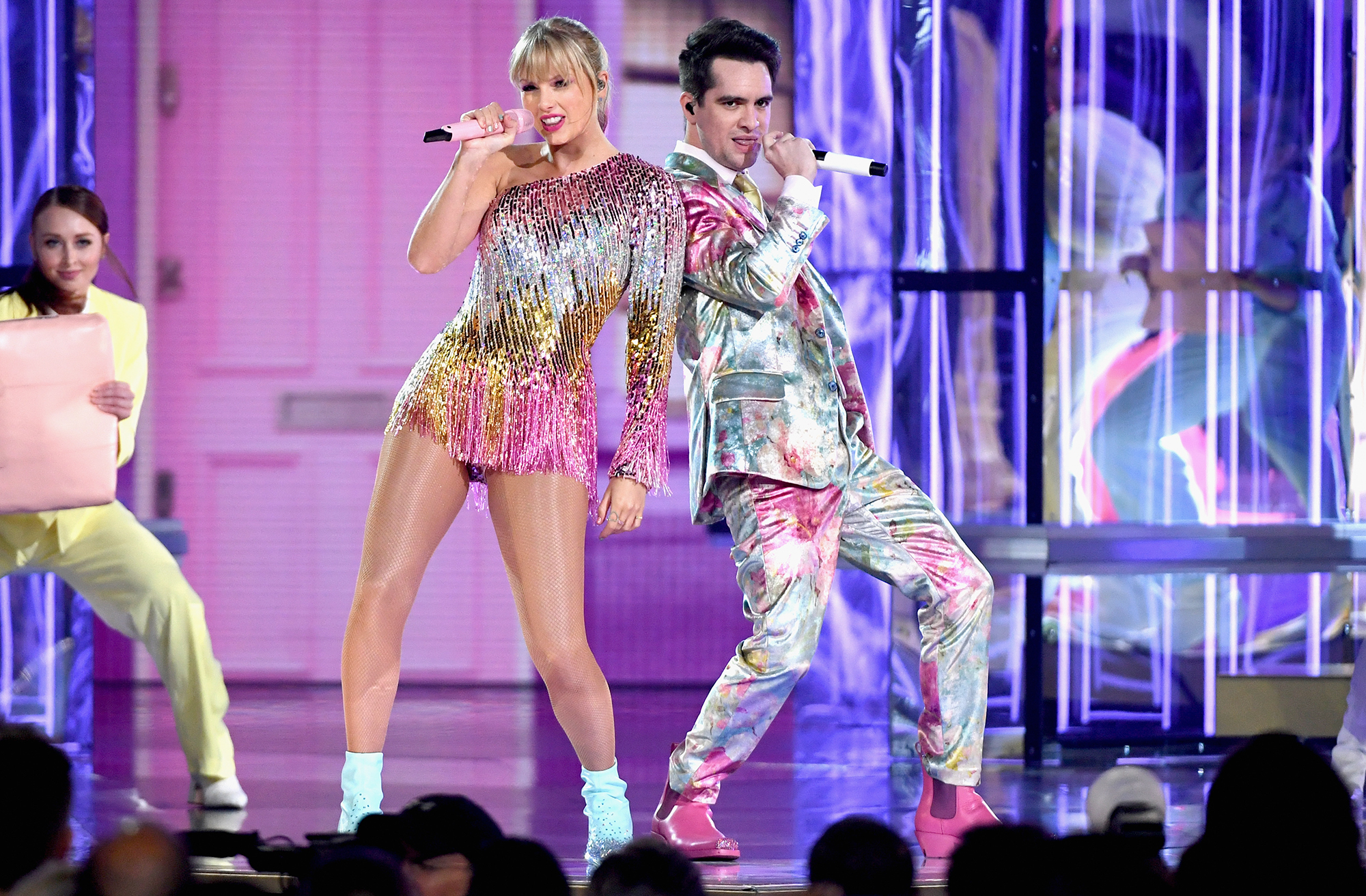 LAS VEGAS, NV - MAY 01: (L-R) Taylor Swift performs with Brendon Urie of Panic! at the Disco onstage during the 2019 Billboard Music Awards at MGM Grand Garden Arena on May 1, 2019 in Las Vegas, Nevada. (Photo by Ethan Miller/Getty Images)