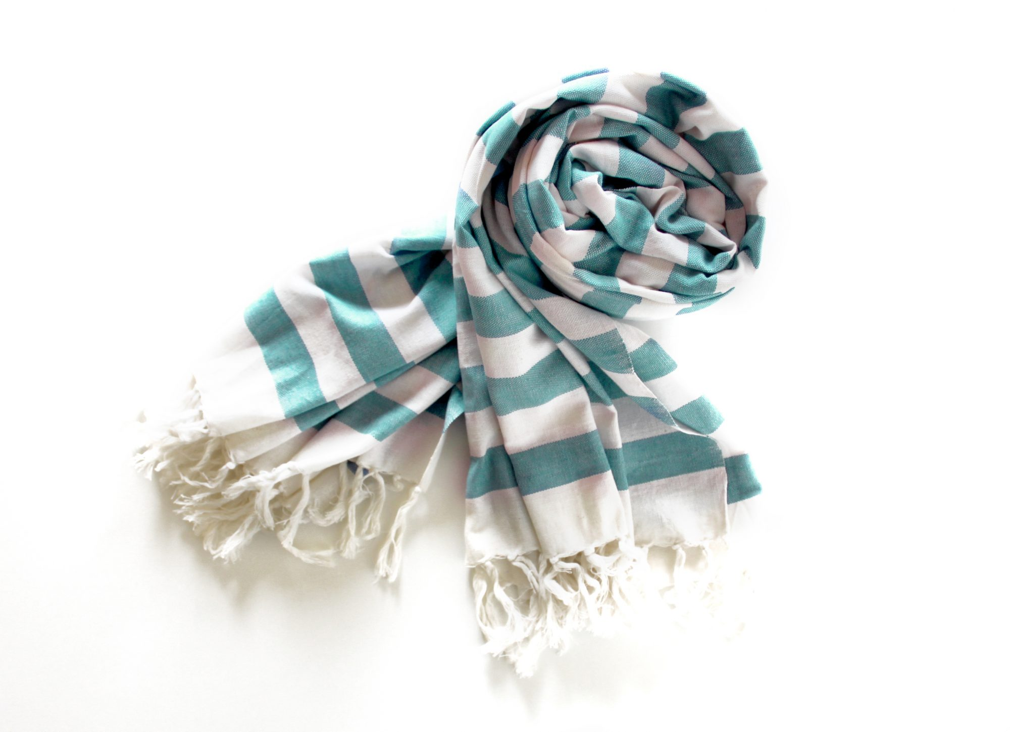 scarf. contact Sarah.ball@peoplemag.com for usage.