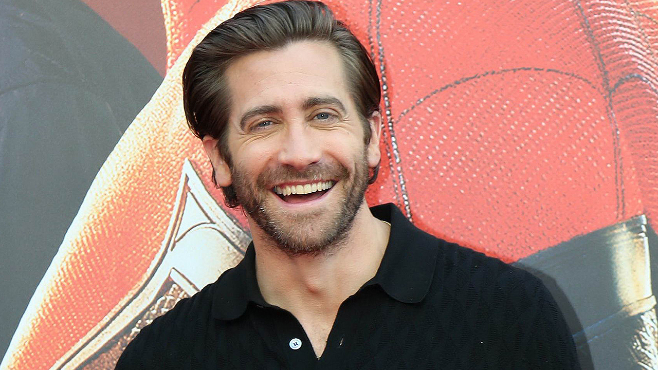 Jake Gyllenhaal Reveals He Wears 'Nothing' to Bed and Which 'Avenger' He Thinks Is the Hottest