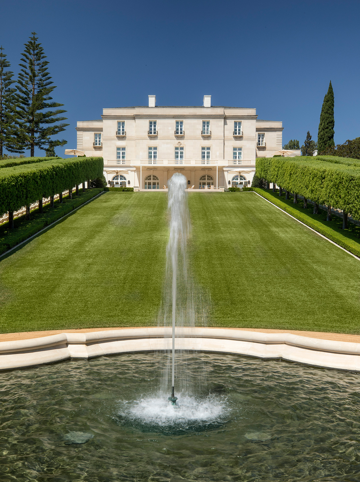 most-expensive-house-america-back-fountain