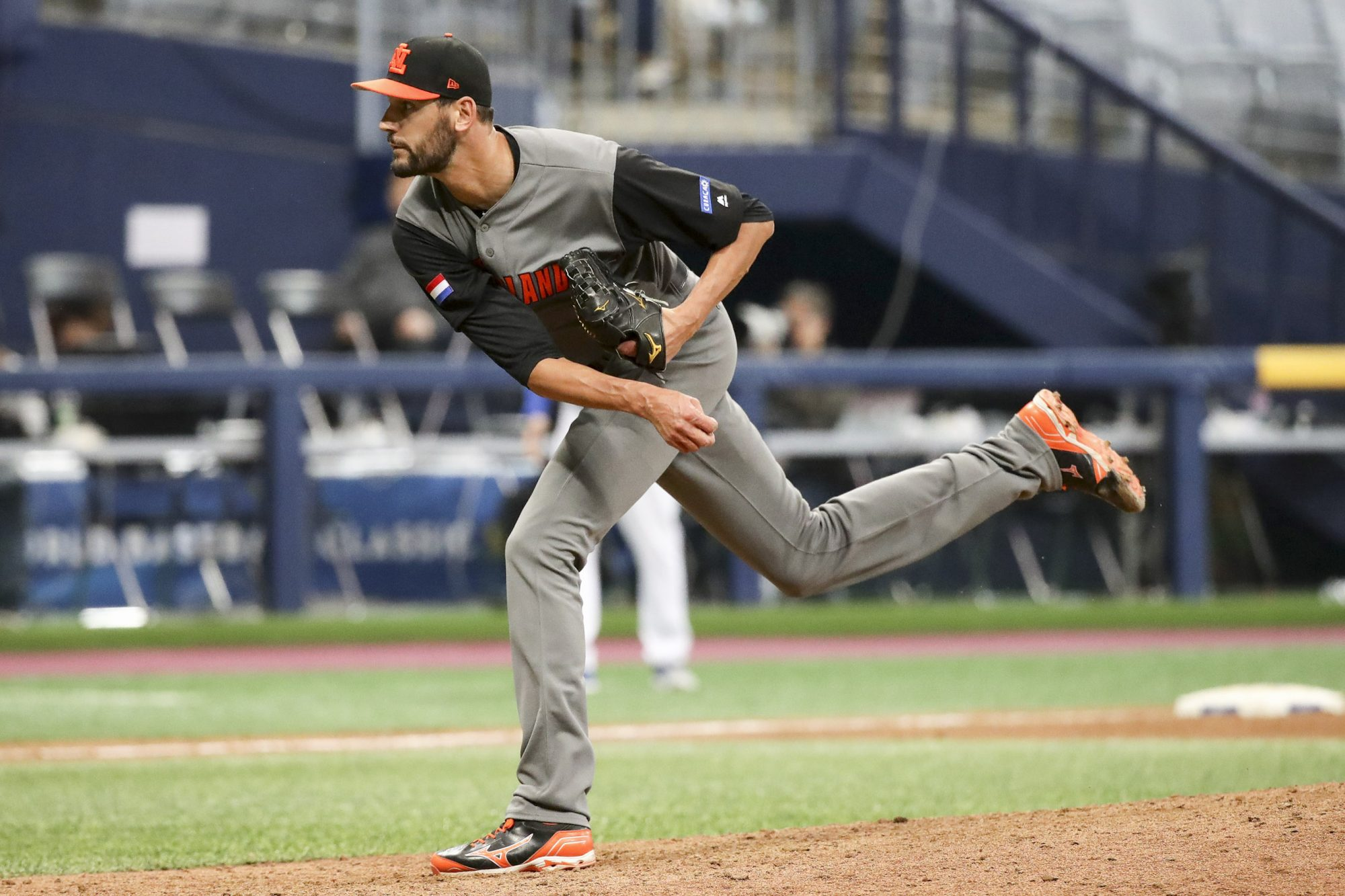 Pitcher Loek van Mil #46 of the Netherlands throws in the bottom of the eighth inning during the World Baseball Classic Pool A Game Five between Netherlands and Israel at Gocheok Sky Dome on March 9, 2017 in Seoul, South Korea. (Photo by Chung Sung-Jun/Getty Images)