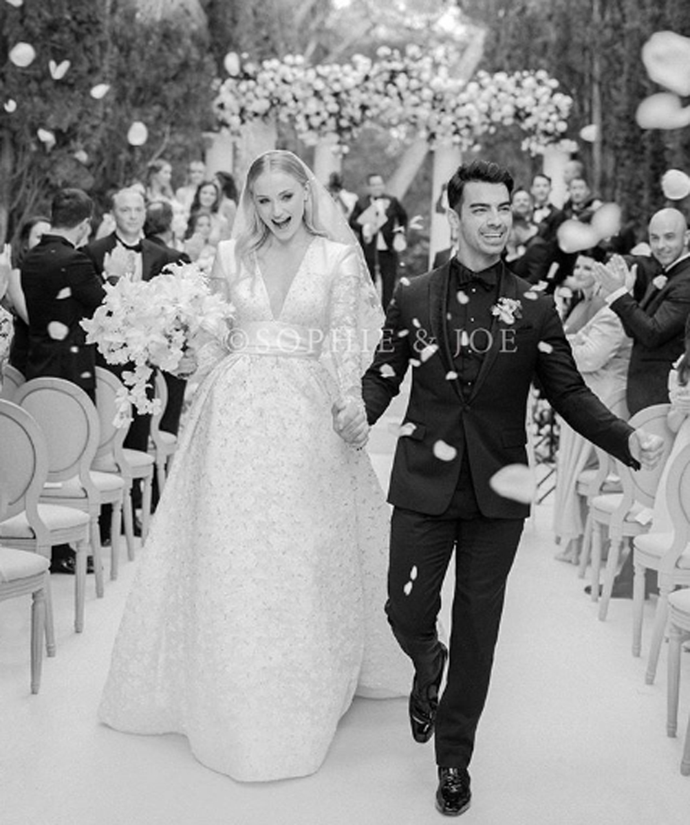 Sophie Turner's Louis Vuitton Wedding Dress Took Over 20 Hours to ...
