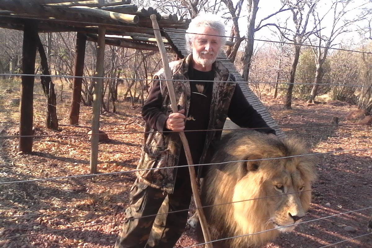 zookeeper mauled in South Africa while mending a fence on the lion enclosure