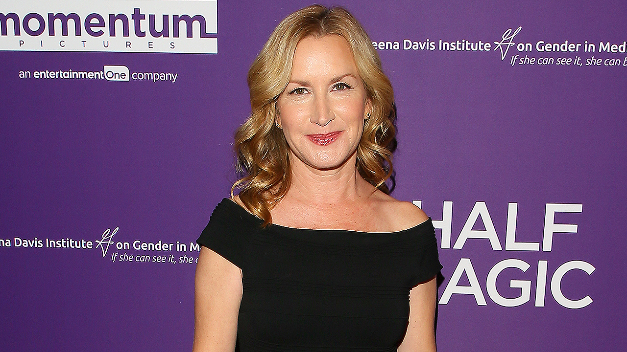 Cat Con 'Is One of the Best Things' Cat-Lover & Former 'Office' Star Angela Kinsey Has Done