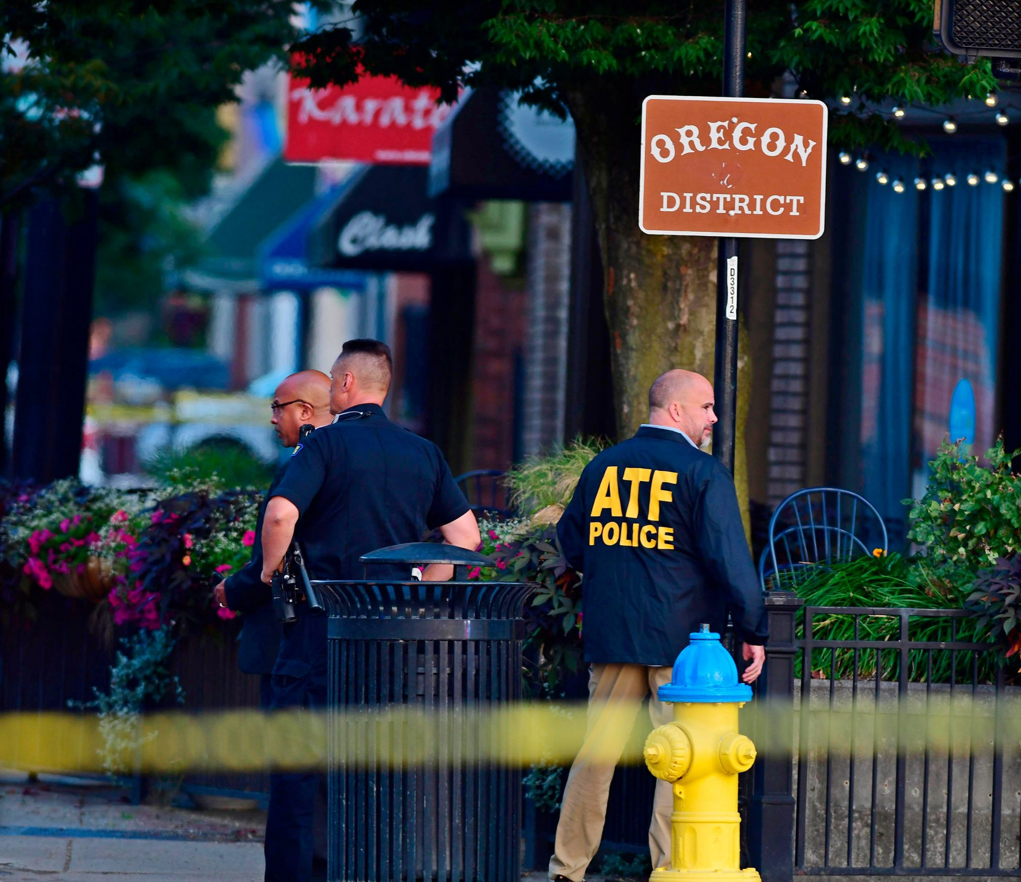 Police officers at the crime scene in Dayton, Ohio, USA, 04 August 2019
