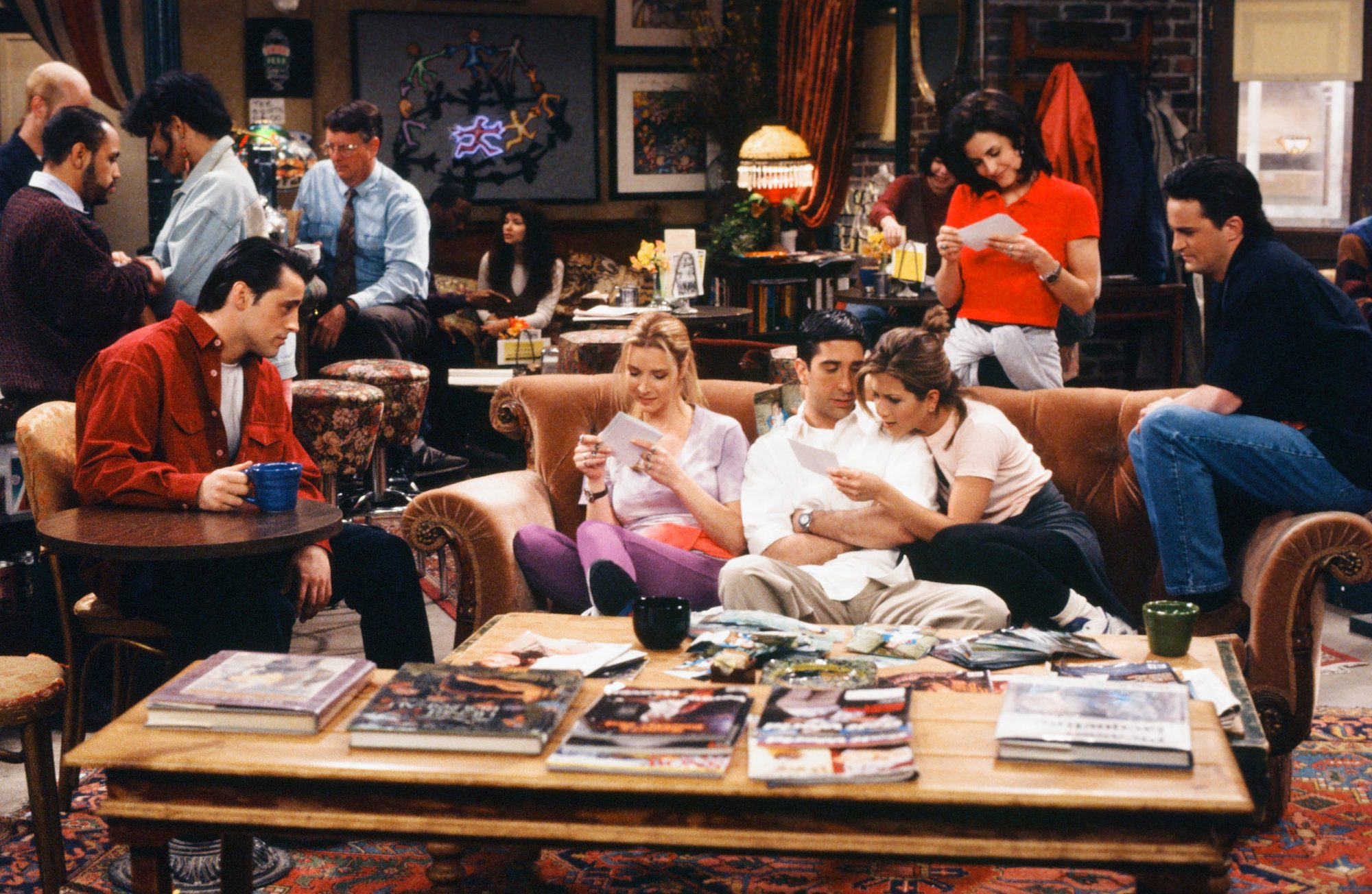 "FRIENDS -- ""The One Where Rachel Finds Out"" Episode 124 -- Pictured: (l-r) Matt LeBlanc as Joey Tribbiani, Lisa Kudrow as Phoebe Buffay, David Schwimmer as Ross Geller, Jennifer Aniston as Rachel Green, Courteney Cox as Monica Geller, Matthew Perry as Chandler Bing"