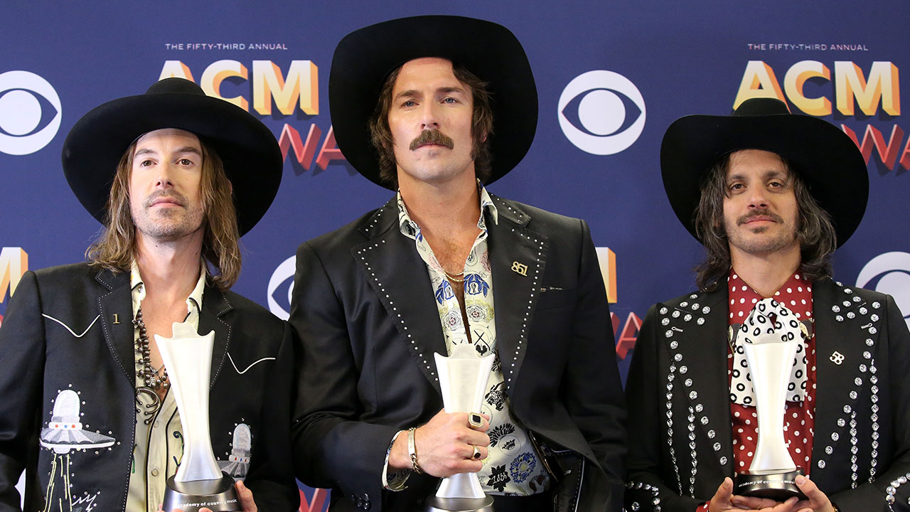 Country Trio Midland Says Dennis Quaid Wanted to Do All His Own Stunts in 'Mr. Lonely' Video