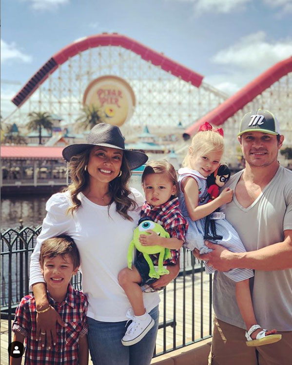 nick-lachey-vanessa-kids-vacation-disneyland