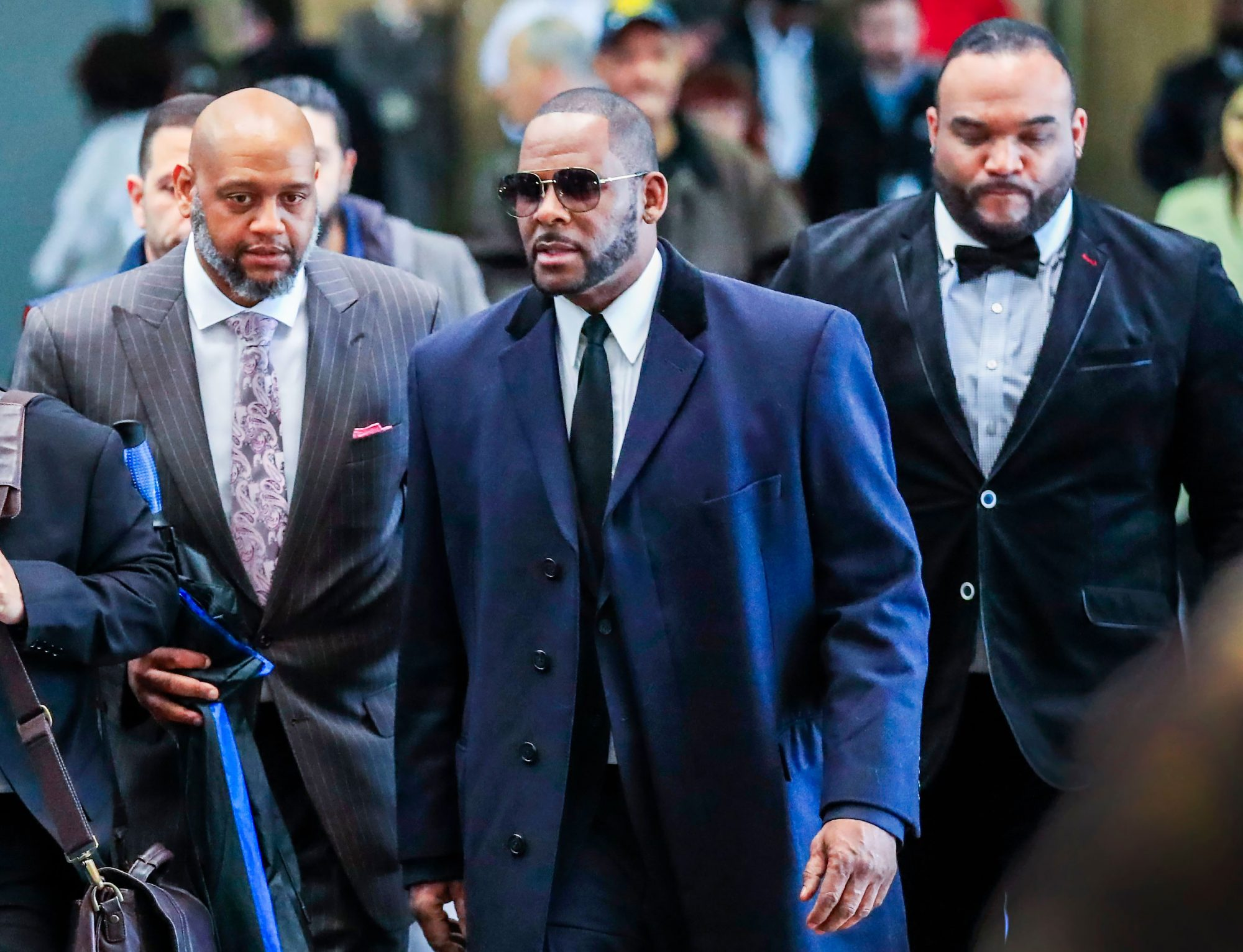 R. Kelly (C) walks to the Layton Criminal Courts building for a status hearing on his sexual assault charges in Chicago, Illinois, USA, 07 May 2019.