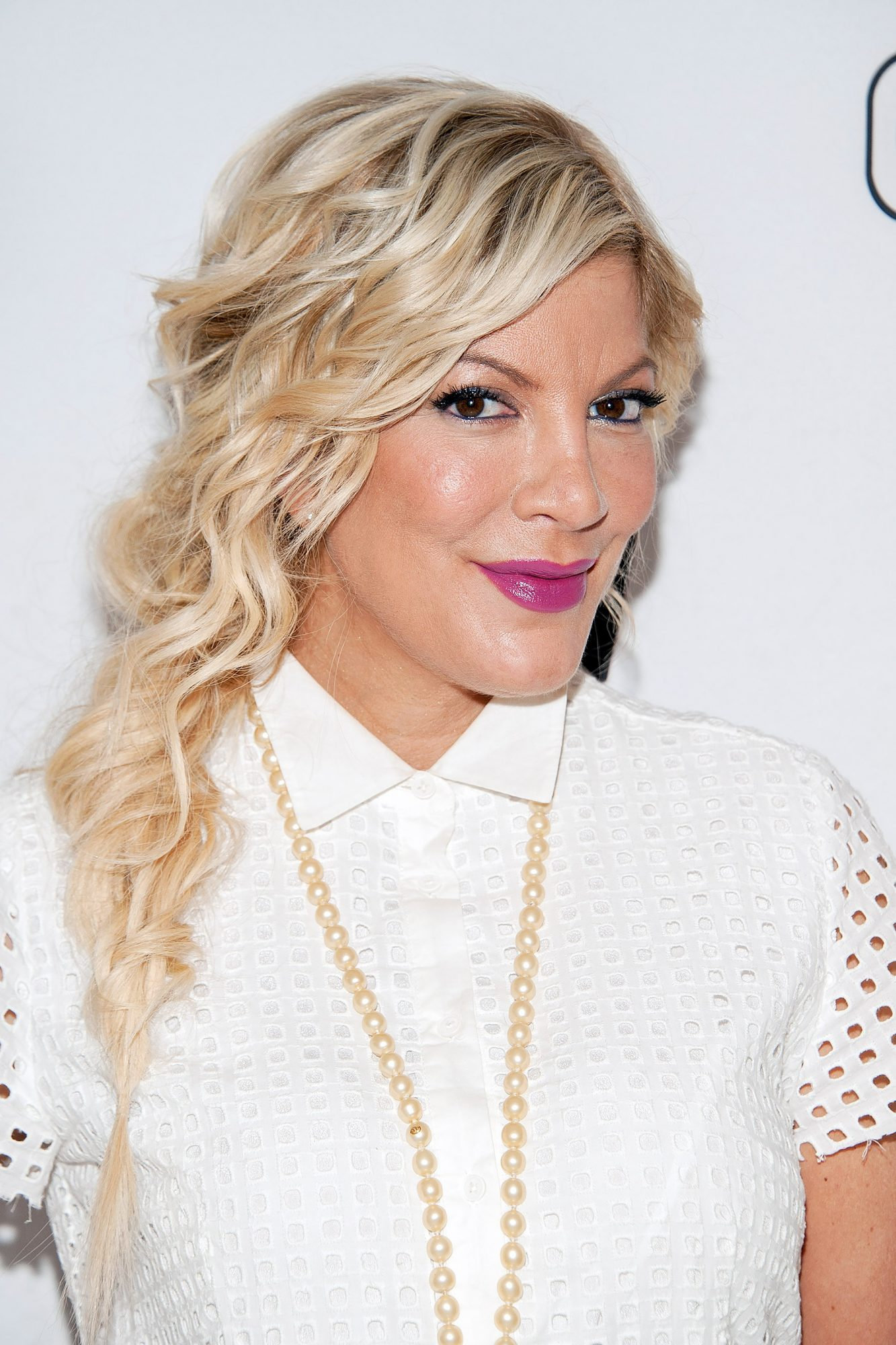 "Tori Spelling Visits ""Extra"""