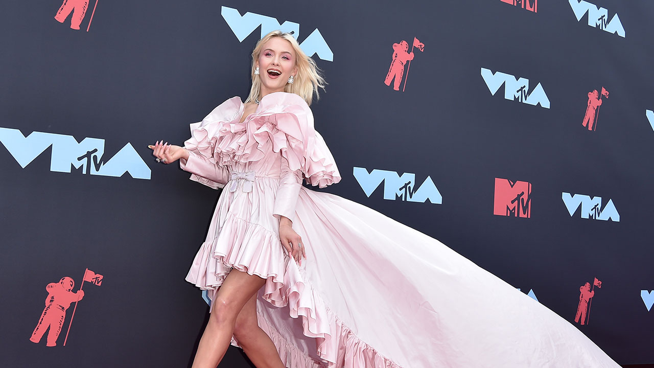 Zara Larsson Reveals Why She 'Connected' with J Balvin and Bad Bunny on the VMA's Red Carpet