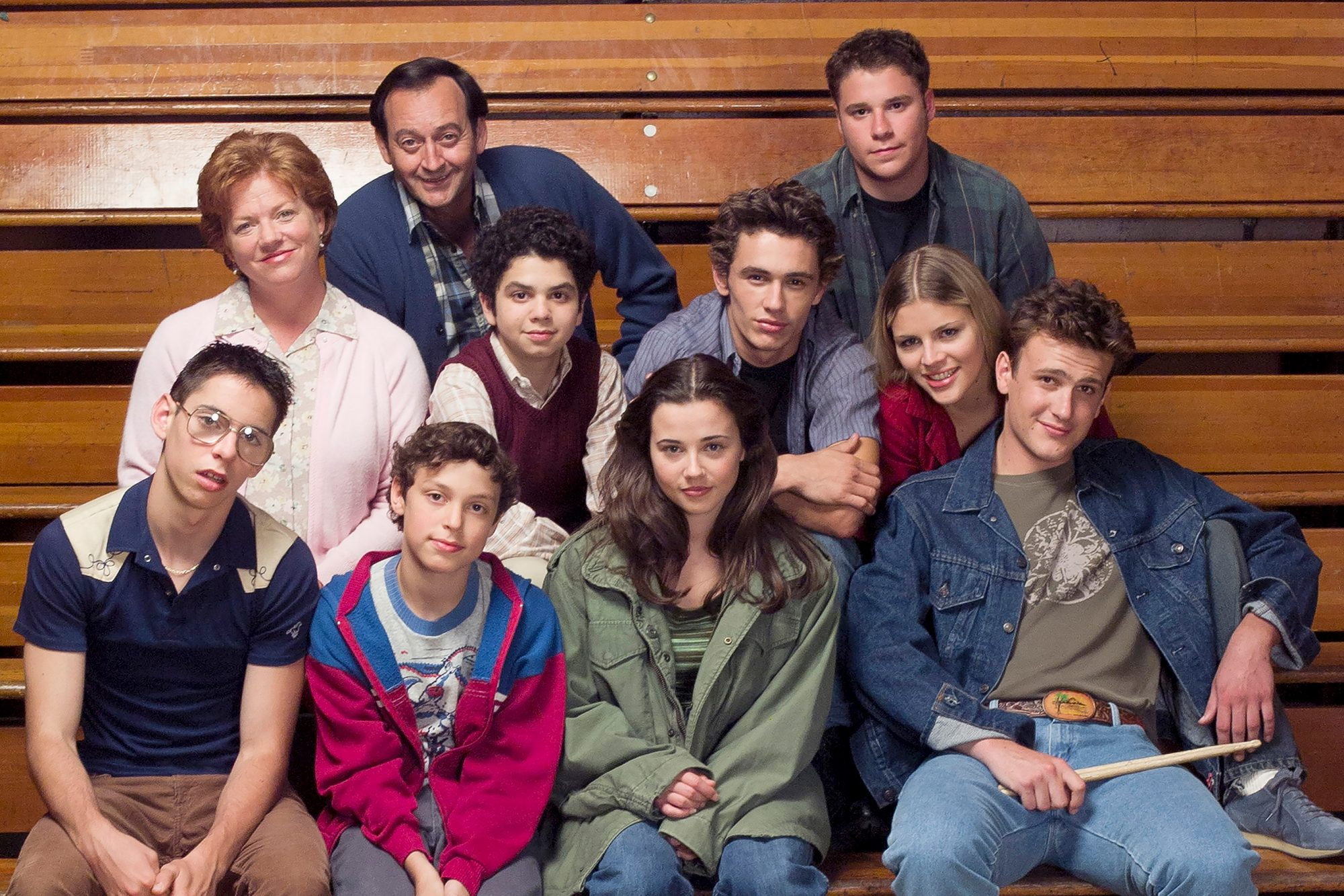 FREAKS AND GEEKS -- Season 1 -- Pictured: (front, l-r) Martin Starr as Bill Haverchuck, John Francis Daley as Sam Weir, Linda Cardellini as Lindsay Weir, Jason Segel as Nick Andopolis, (middle, l-r) Becky Ann Baker as Jean Weir, Samm Levine as Neal Schweiber, James Franco as Daniel Desario, Busy Philipps as Kim Kelly, (back, l-r) Joe Flaherty as Harold Weir, Seth Rogen as Ken Miller -- (Photo by: Chris Haston/NBC/NBCU Photo Bank via Getty Images)