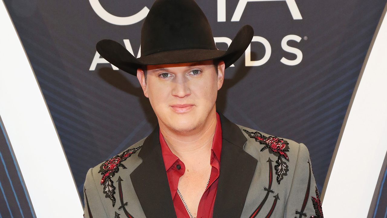 Country Star Jon Pardi Shares Luke Bryan's 'Priceless' End-of-Tour Present