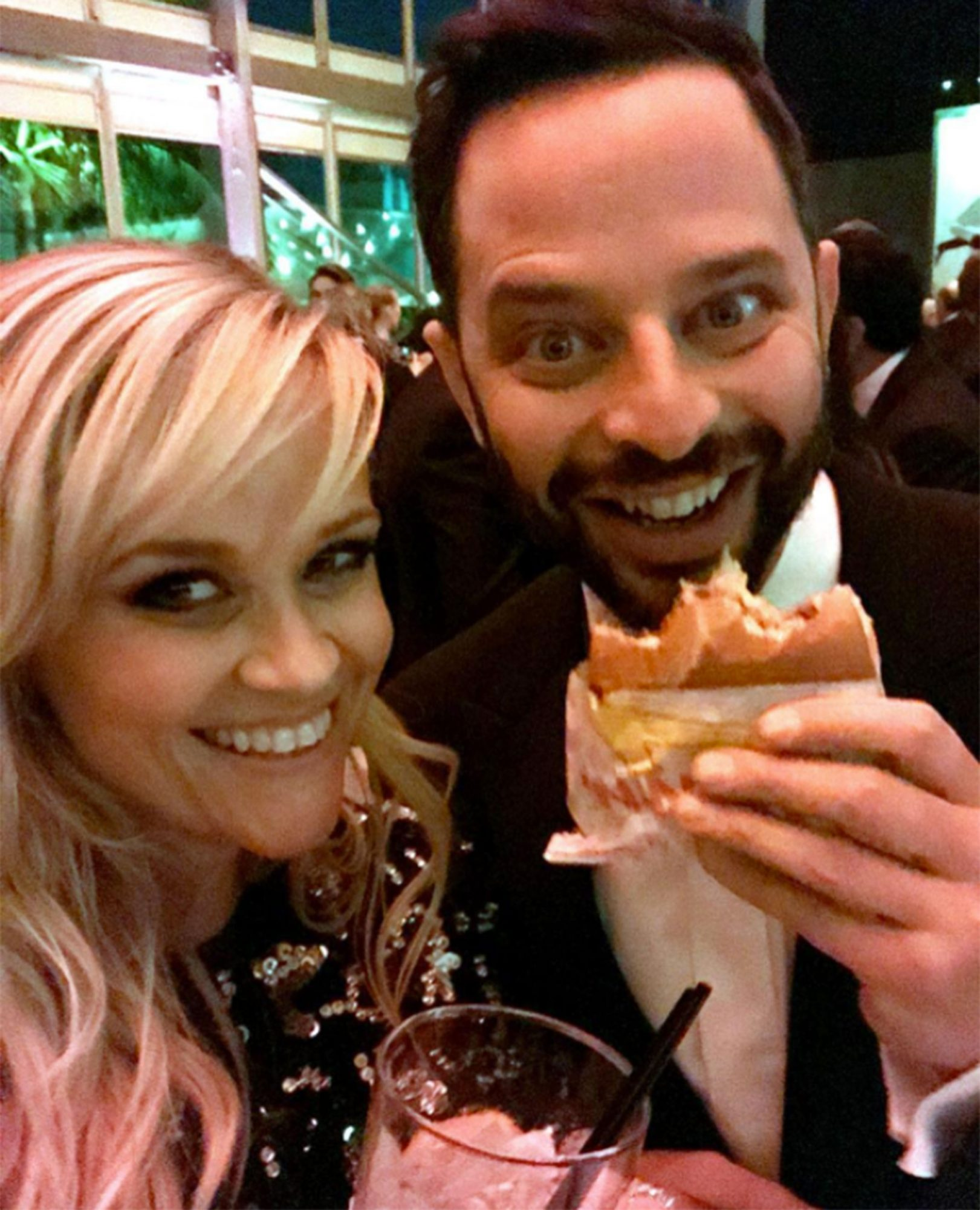 Reese Witherspoon In N Out burgerhttps://www.instagram.com/p/BRCZxklhb9w/