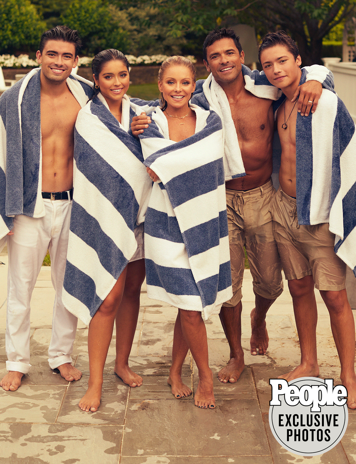 kelly ripa and mark consuelos with their children