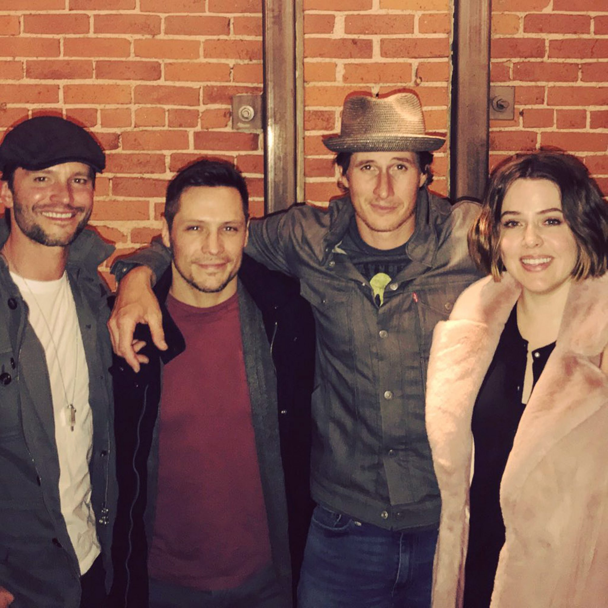 """An out-of-this-world reunion! Jason Behr, Nick Wechsler, Brendan Fehr and Majandra Delfino caught up nearly 17 years after the show's final episode in 2002. """"Turns out we still kinda like each other,"""" Fehr joked on Twitter."""