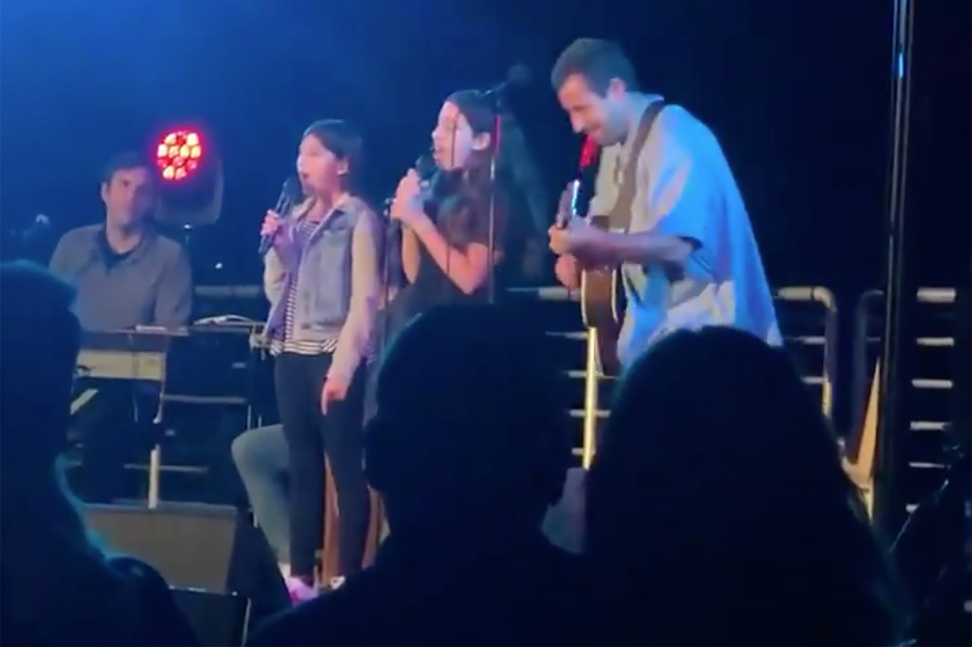 Adam Sandler sings with daughters
