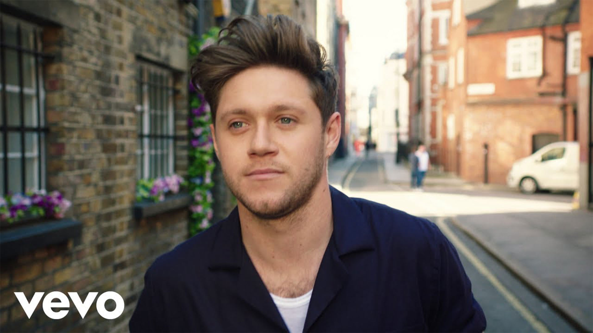 Niall Horan music video - nice to meet ya