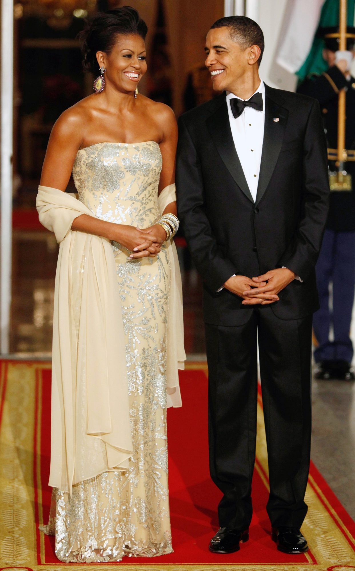 U.S. President Barack Obama and first lady Michelle Obama await arrival of India's PM Manmohan Singh and his wife Gursharan Kaur for state dinner at White House in Washington