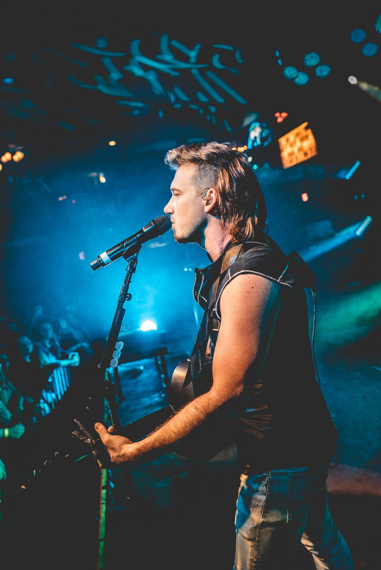 Morgan Wallen Knocks Em Out Not Back On Tour With His Hit Whiskey Glasses People Com