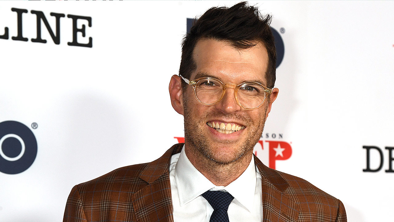 'Looking for Alaska' Cast on Working with 'Veep's Timothy Simons: 'He's a Comic Genius!'