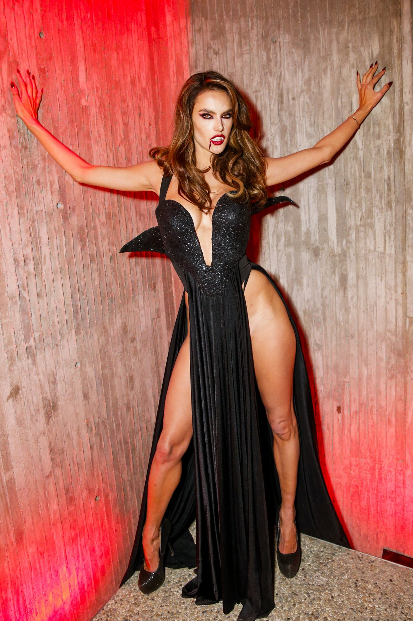 The supermodel sizzled as a sexy vampire.