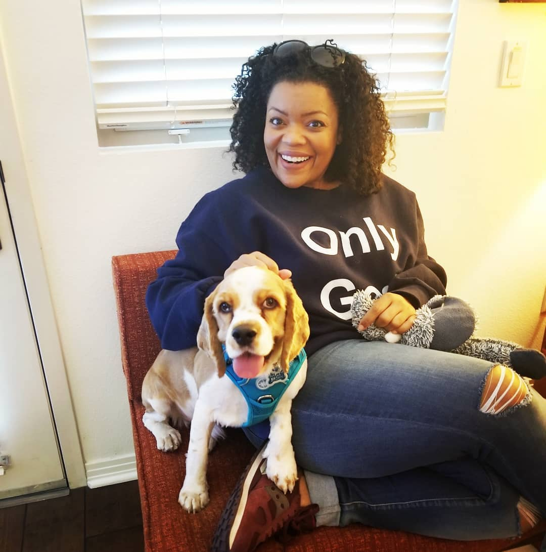 Yvette Nicole Brown and dog