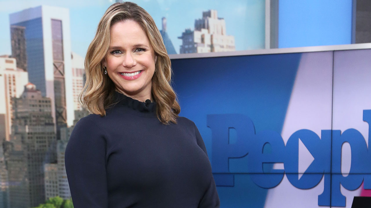 'Fuller House' Just Wrapped But Andrea Barber Says Cast Would 'Be Up for a Third...'Fullest House'!'